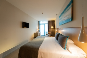 Enjoy a day stay of up to 6 hours with sea views!