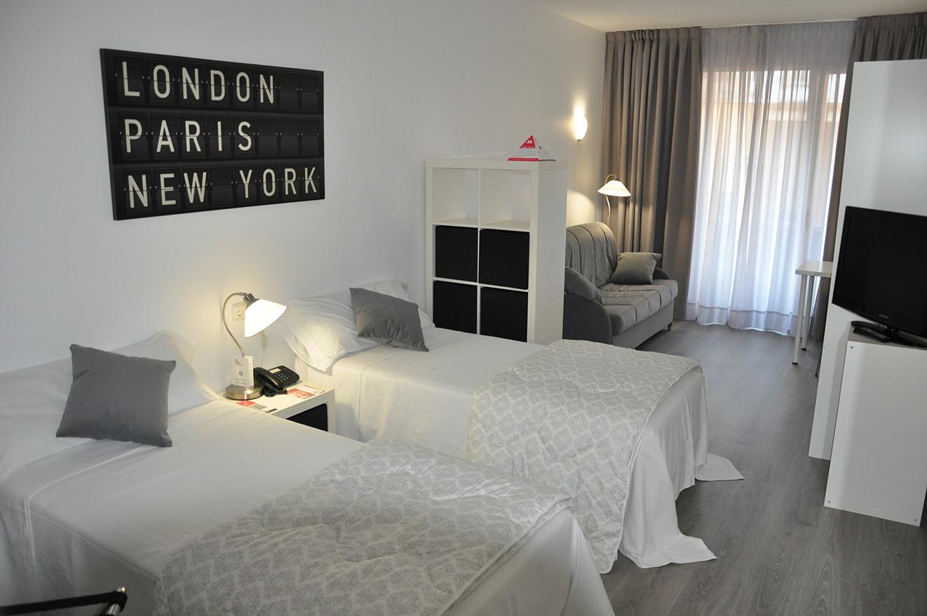 Atenea calabria apartaments web oficial for Habitacion cuadruple barcelona