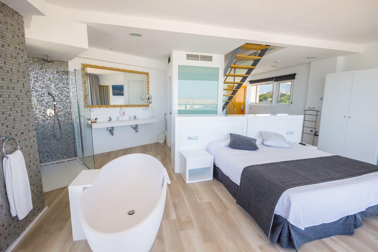 Hotel amic horizonte suites de luxe for Cuartos de bano con banera